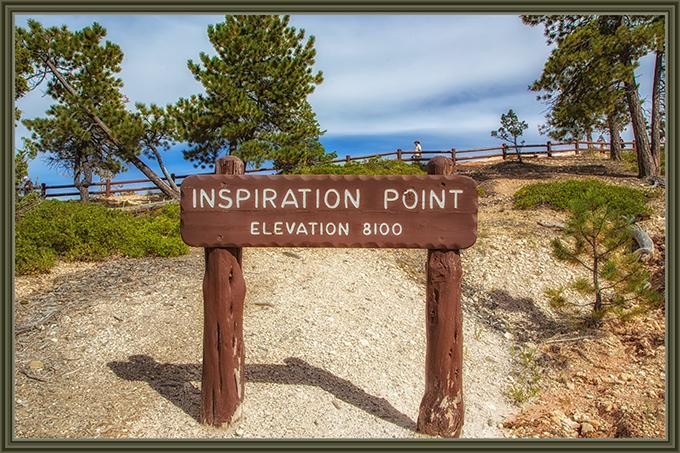 Holzschild mit der Aufschrift Inspiration Point am Bryce Canyon NP